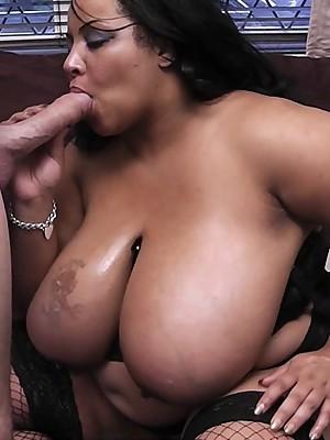 Black CHUBBY masseuse sucks & fucks